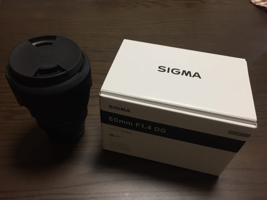 SIGMA 50mm F1.4 レンズと外箱